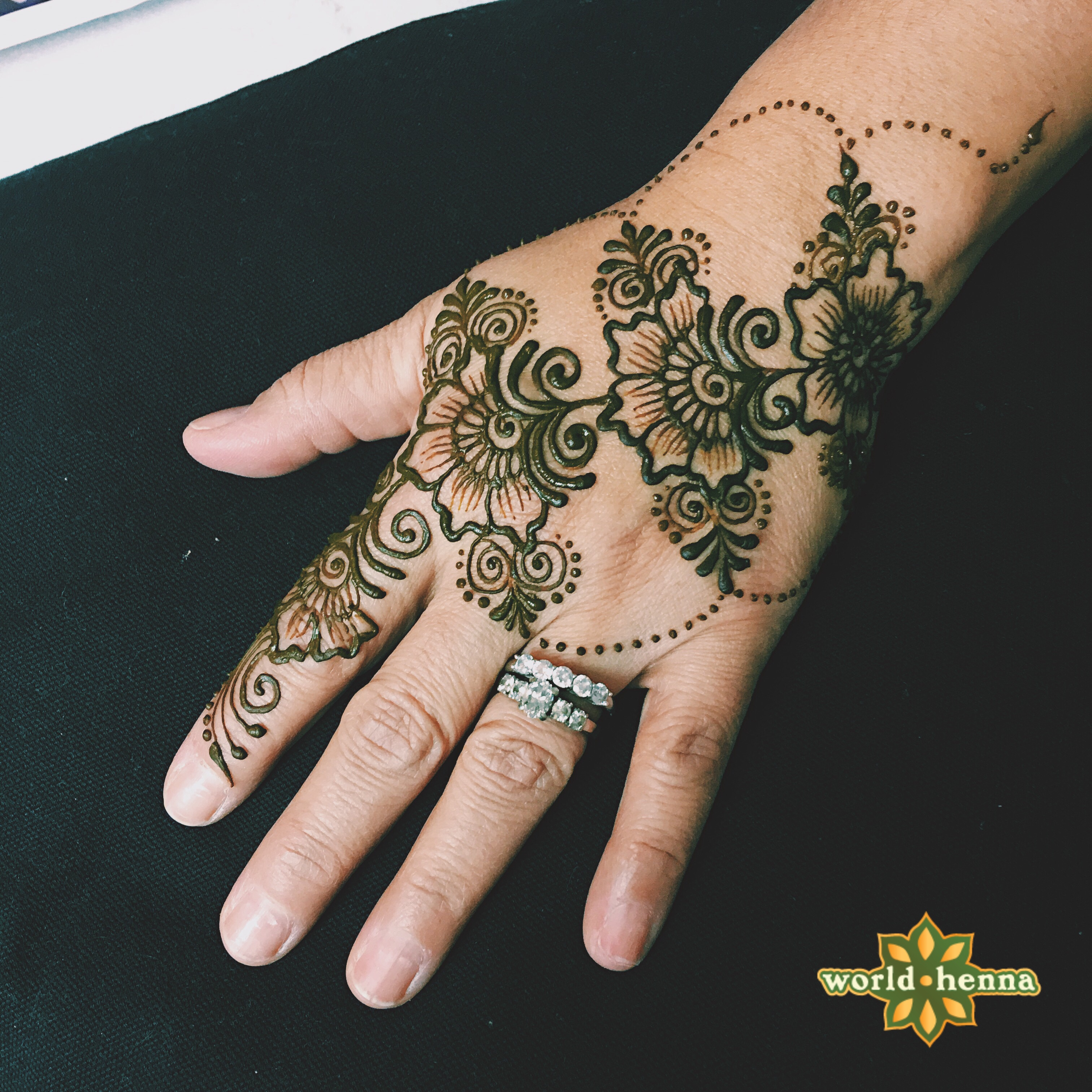 simple_but_pretty_henna_tattoo