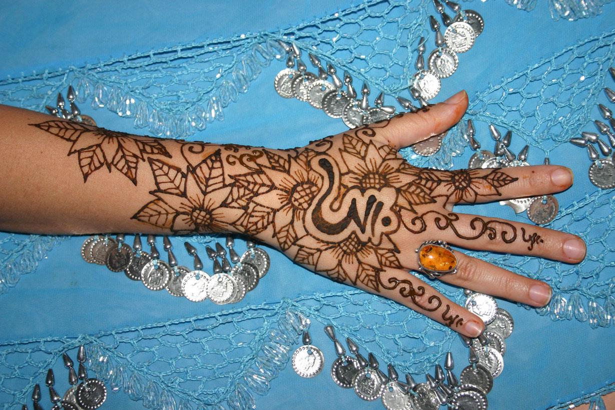 henna-hand-design-10