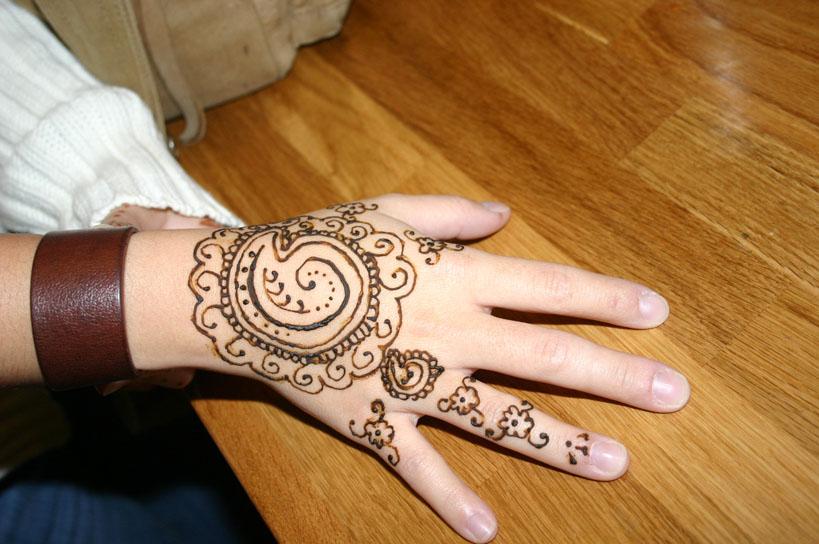 henna-hand-design-7