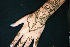 one_hand_henna_tattoo